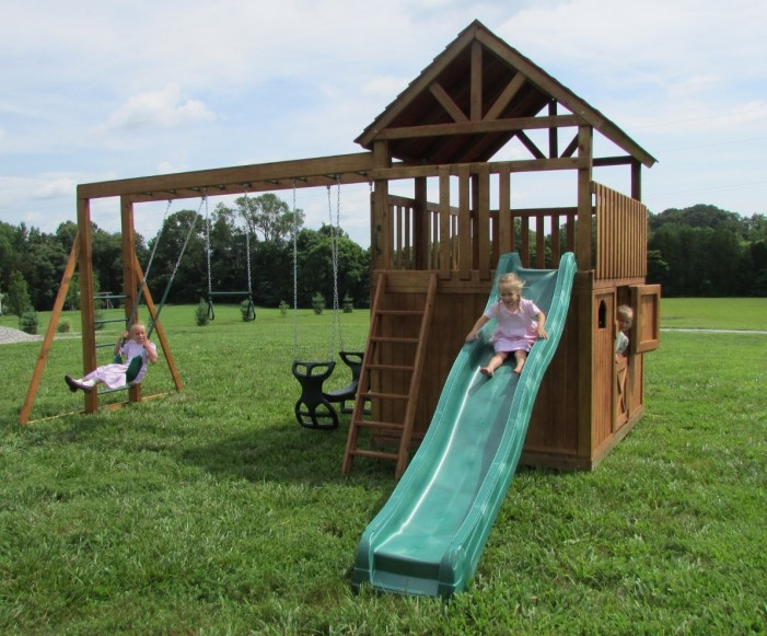 #300 Jill's Clubhouse playhouse swingset
